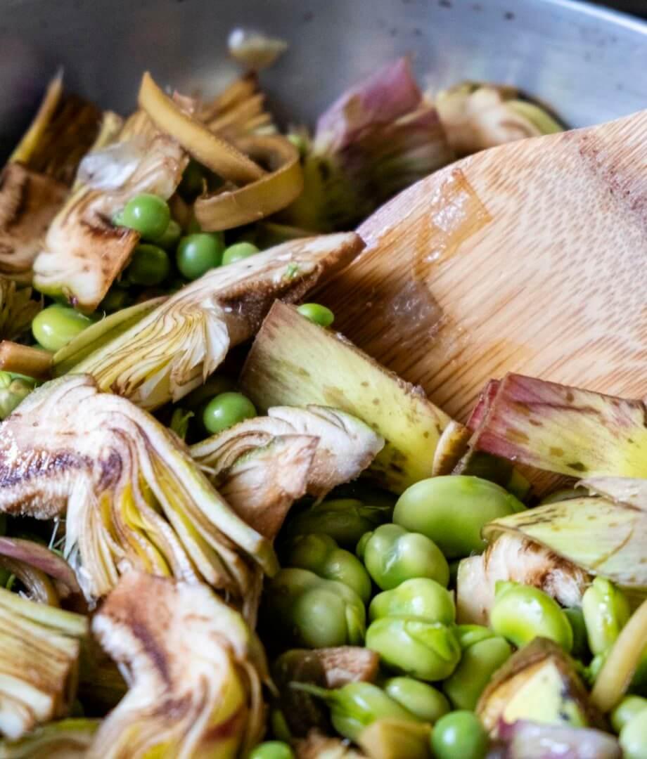Frittella di carciofi, fave e piselli